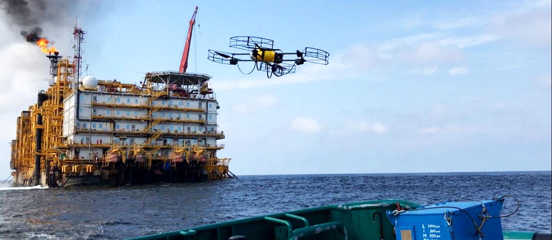 inspection par drone plateforme pétrolière offshore