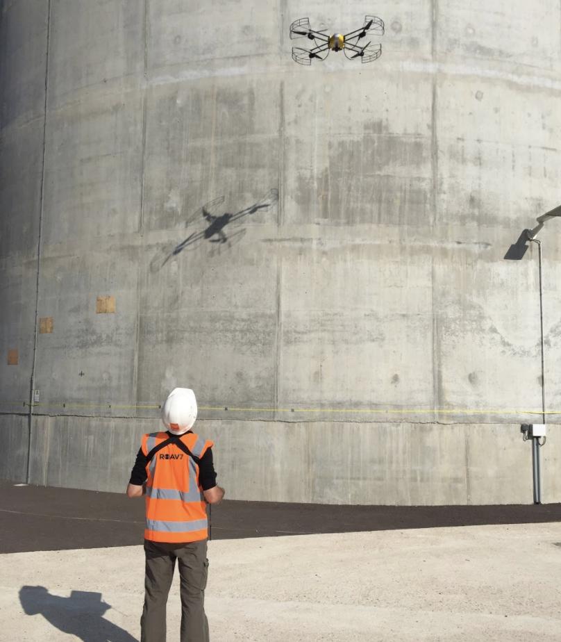 Opération inspection réacteur nucléaire